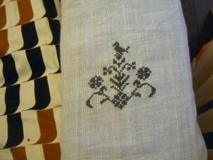 ソファカバーの刺繍