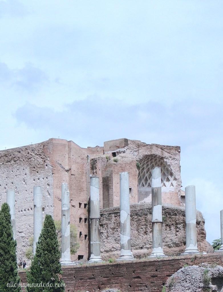 Et nous voici à Rome, gigantesque mystère...