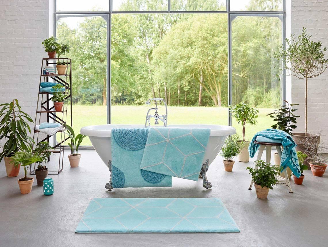 focus sur le tapis de salle de bain