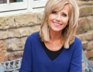 Beth Moore Biography