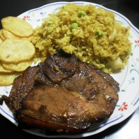 Barbeque served with curry rice and potato chips