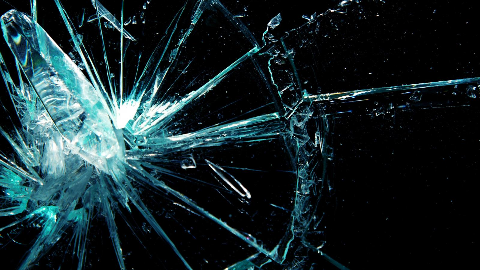 Cracked Screen Wallpaper Iphone X Broken Screen Wallpaper 3 Of 49 Broken Glass With Dark