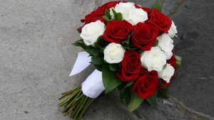 Top 25 Pictures Of Red Roses - #05 - with White Roses