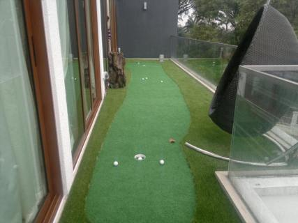 balcony putting green 2