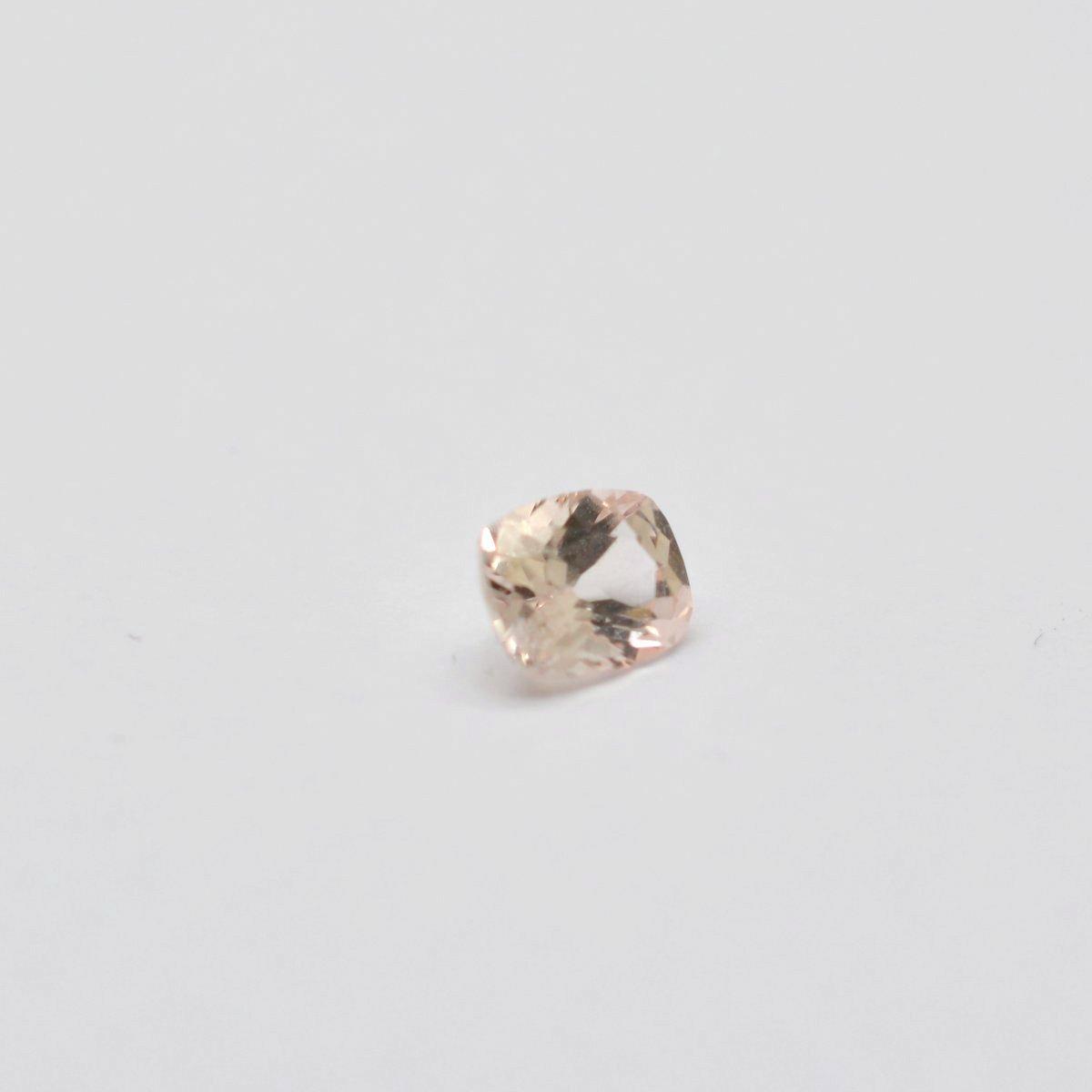 loose peach sapphire