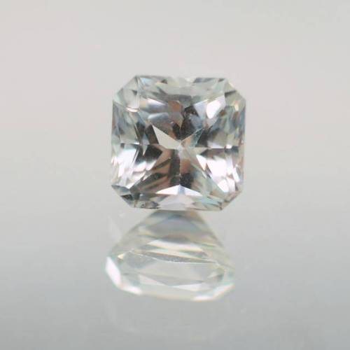 loose white sapphire