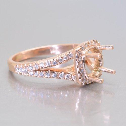 rose gold setting engagement ring