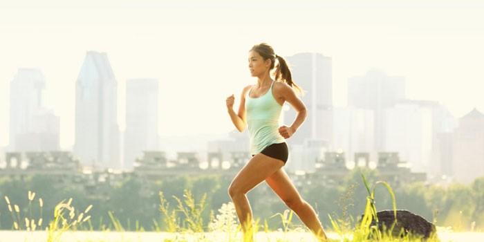 Lány fut