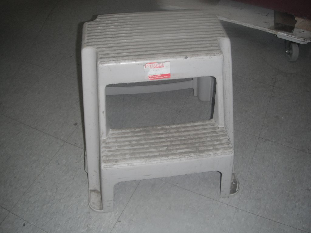 Rubbermaid Chairs White Rubbermaid Step Stool Allsold Ca Buy And Sell Used