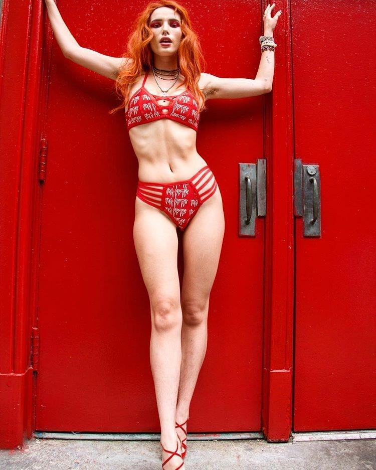 Bella Thorne Sexy Photos