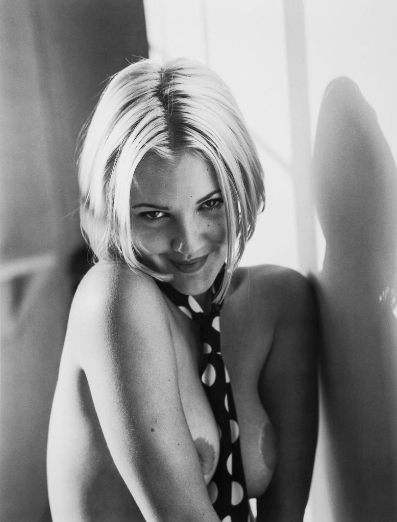 Drew Barrymore Nude Pics & Sexy Photos