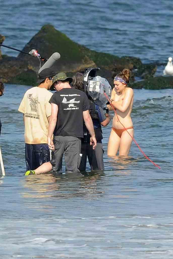 Elizabeth Olsen Topless