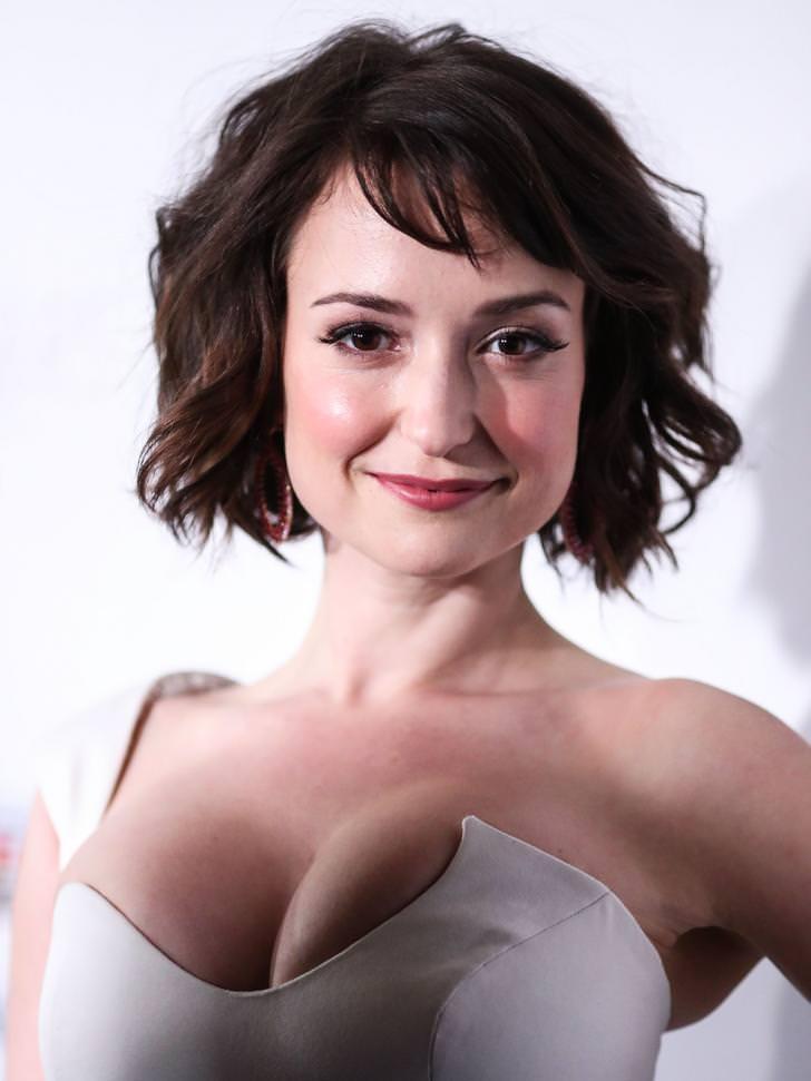Milana Vayntrub Sexy Cleavage Pictures