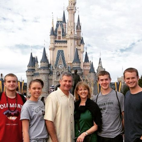 Mary Beth Roe with her whole family