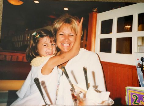 Emma Digiovine's childhood picture with her mom