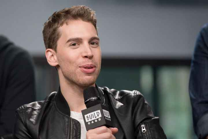 Gay actor Jordan Gavaris Bio, Wiki, Net Worth, Married, Wife, Height