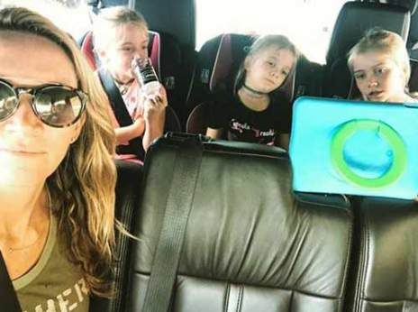 Samantha Hemsworth with her daughters