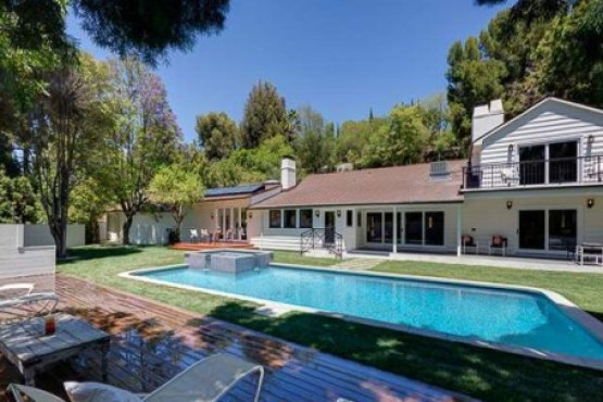 Allison Janney Buys Rehabbed Studio City House