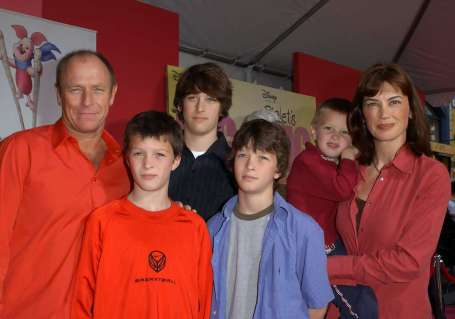 Amanda Pays and her husband with their children attending an award ceremony.
