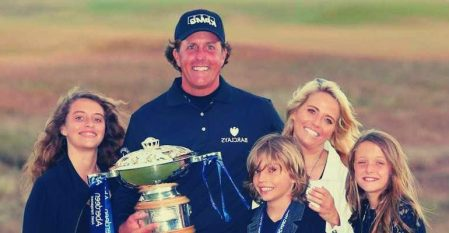 Amanda Brynn Mickelson with her siblings and parents