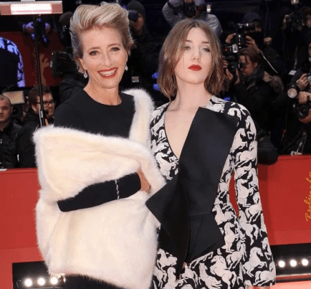 Gaia Romilly Wise with her mother Emma in the red carpet