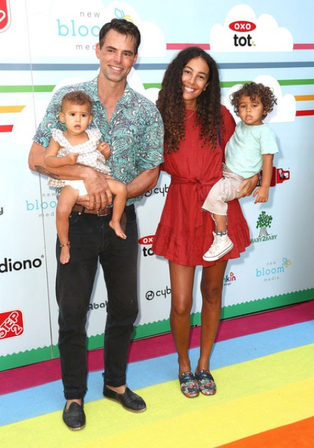 jason Thompson with his wife and children