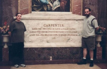 Photo of Karen Carpenter grave.