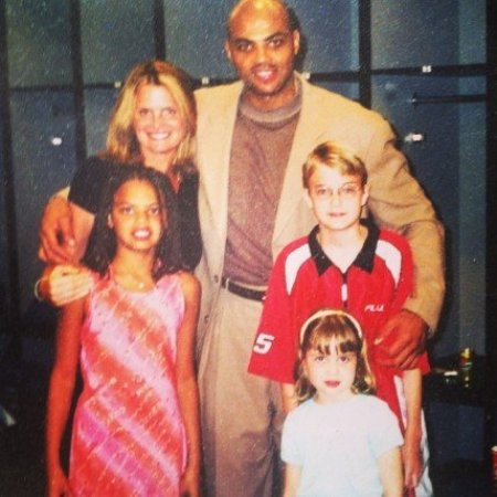 Charles Barkley and his wife, Maureen Blumhardt with their daughter and nephews.