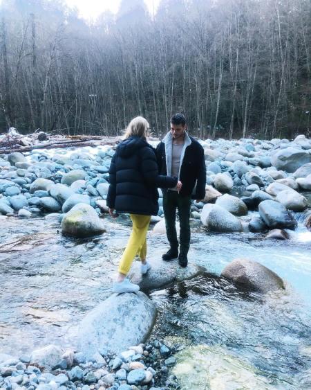 Rachel Skarsten seems to enjoying vaccation with her boyfriend