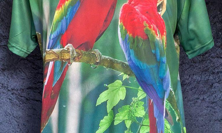 Medium Size  Green wing macaw print parrot t-shirt