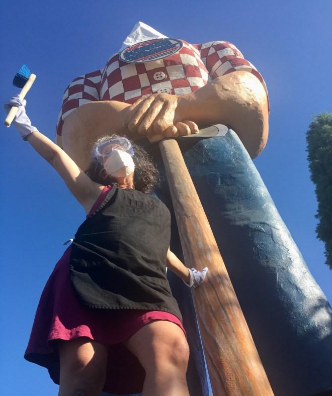 photo of jill simons and paul bunyan statue