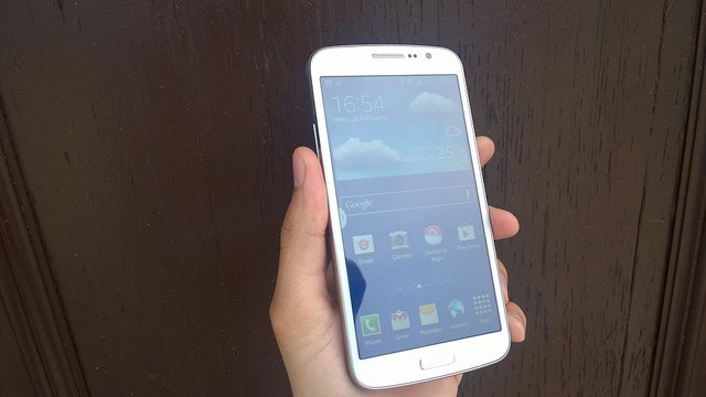 Best Smartphones Under 20000 Rupees - Samsung Galaxy Grand 2 real