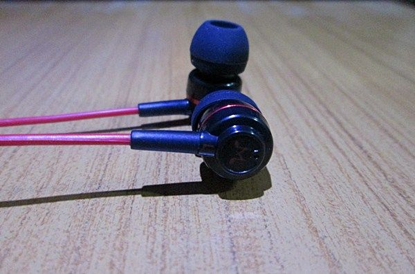 SoundMagic ES18 Review - Ear Cans