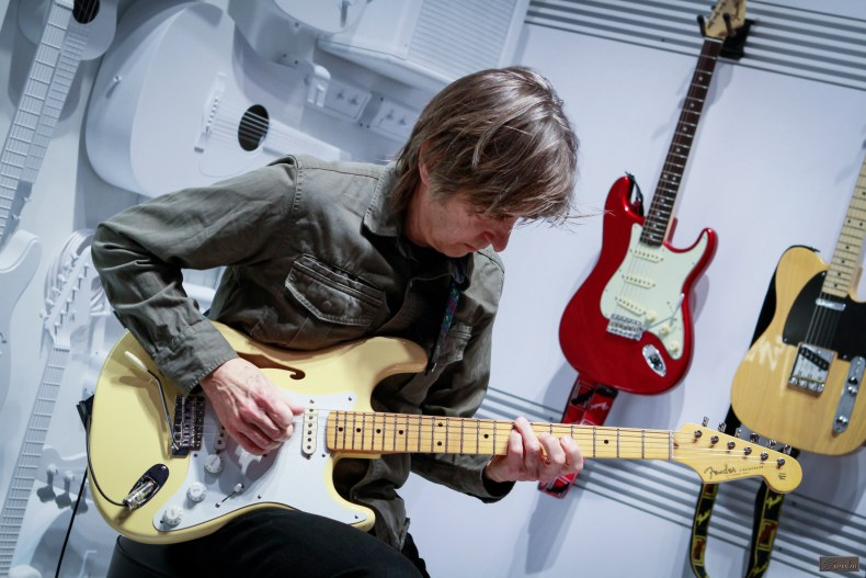 Eric Johnson Debuts His New Fender Stratocaster Thinline At Namm 2018