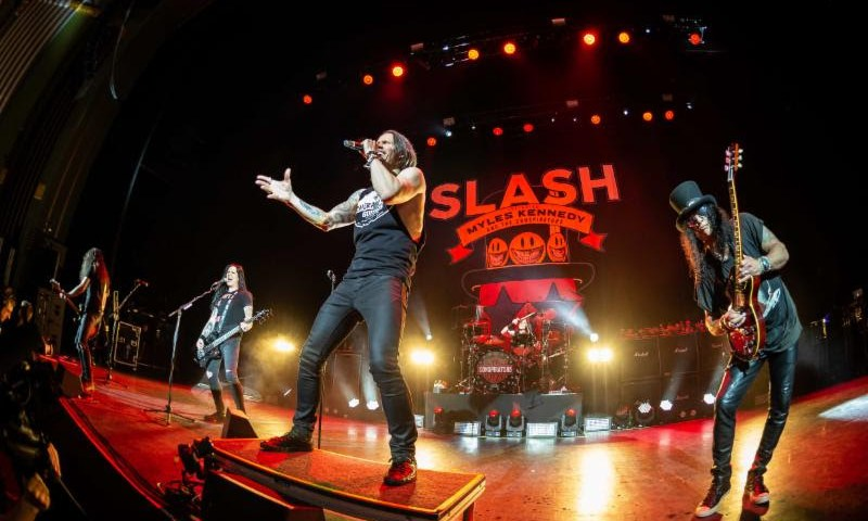 "Slash Ft Myles Kennedy And The Conspirators Debut ""Shadow Life"""