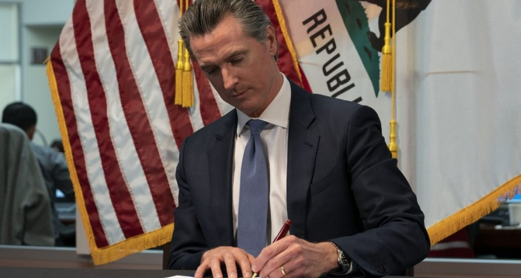 Gavin Newson Ends California's Restrictive Musician Contractor Laws By Signing AB 2557