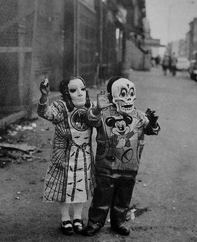 40 Vintage Halloween Costumes That Will Haunt Your Nightmares