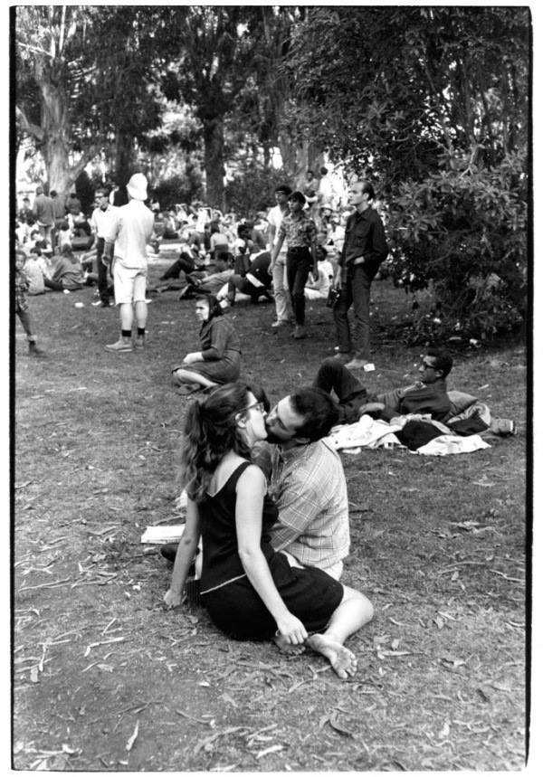 Kissing In San Fran