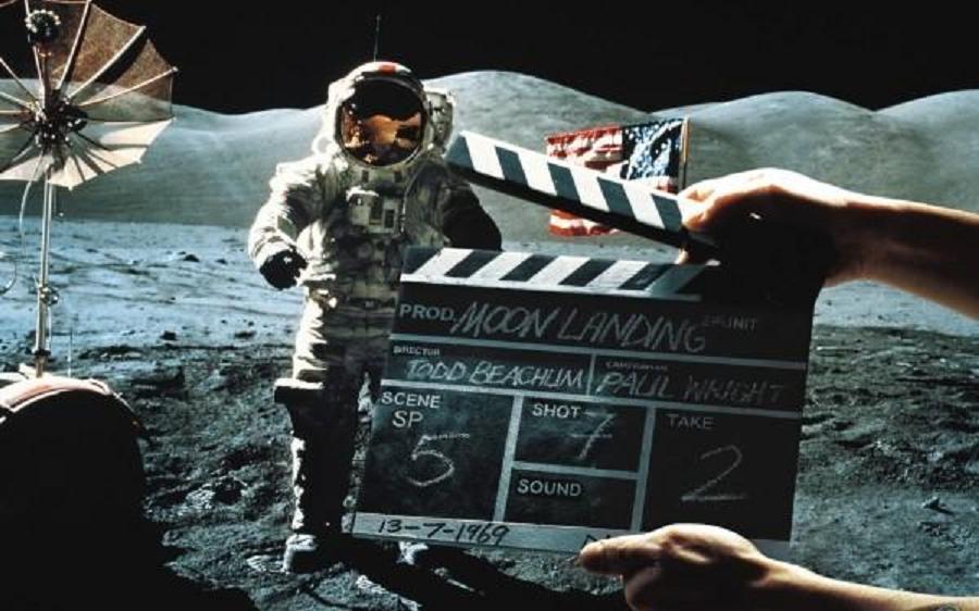 Bildergebnis für moon landing fake