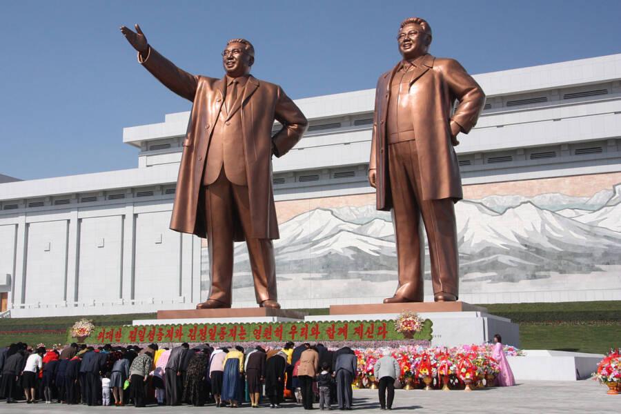 Room 39 Kim Il Sung Kim Jong Il Statues
