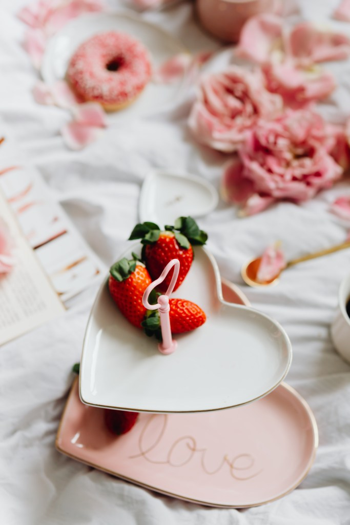 Valentine's Day 2021 Ideas, breakfast in bed