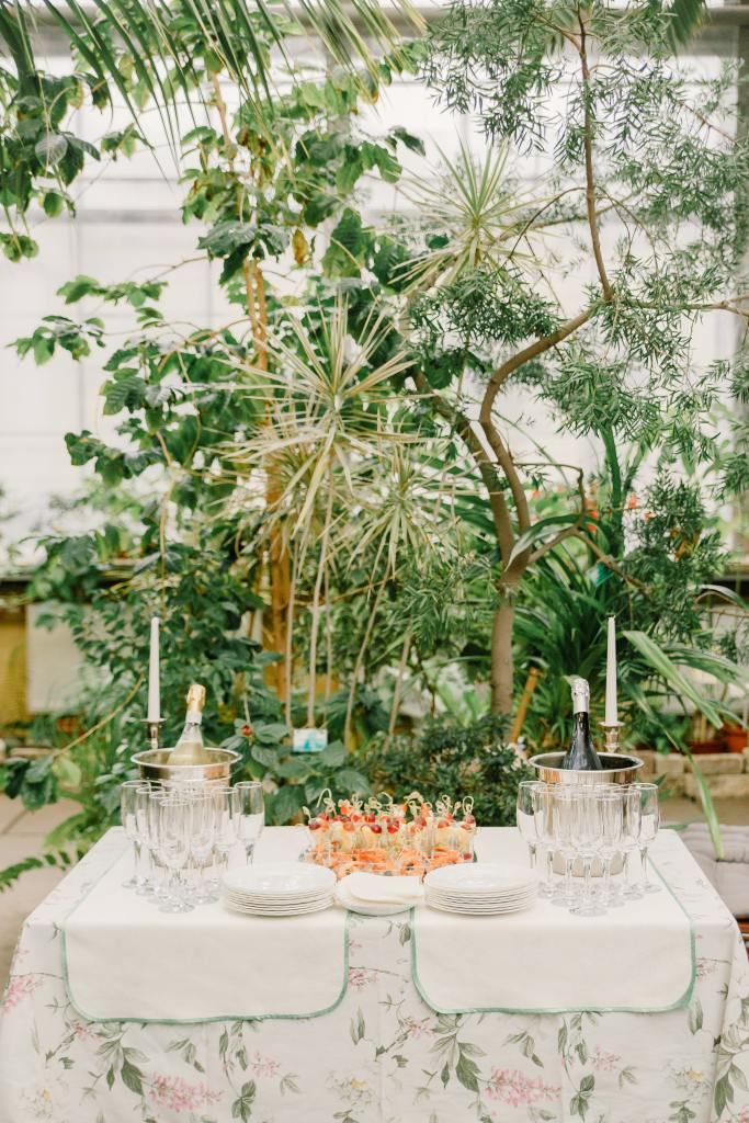 Chic, luxury tablescape in a New York event venue, planned and designed by All the Best Moments