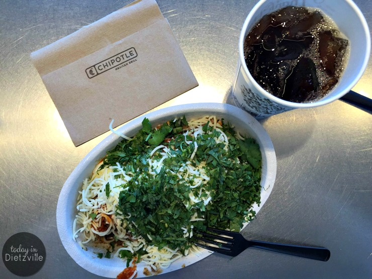 How To Do Trim Healthy Mama At Chipotle: The S Meal | Besides having lots of clean-eating foods and quality sourced ingredients, Chipotle (the restaurant chain) happens to offer the perfect Satisfying (S) meals! This means we can stay on plan, while eating nutritious foods that are prepared quickly and are very reasonably priced. Here's how to do The S Meal, Trim Healthy Mama-style at Chipotle.