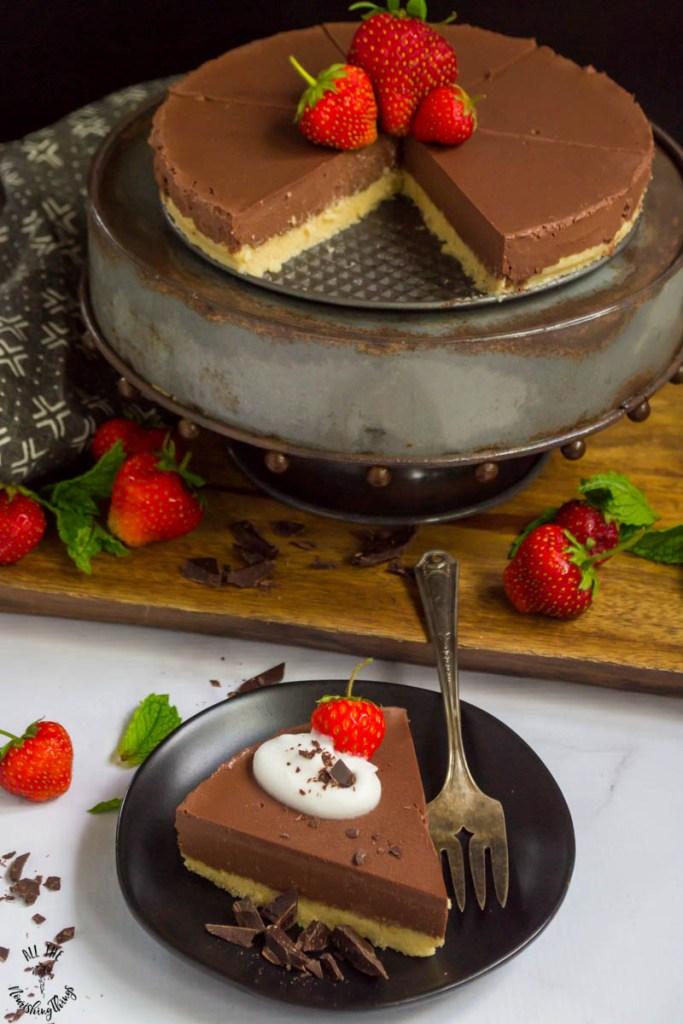 Low-Carb & Vegan No-Bake Chocolate Pie (6 ingredients & no tofu!)