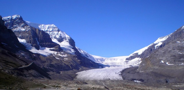 top-things-to-do-in-banff-lake-louise-Athabasca-Glacier