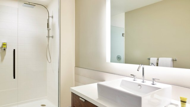 elm4114gb-182714-Guest-Bathroom