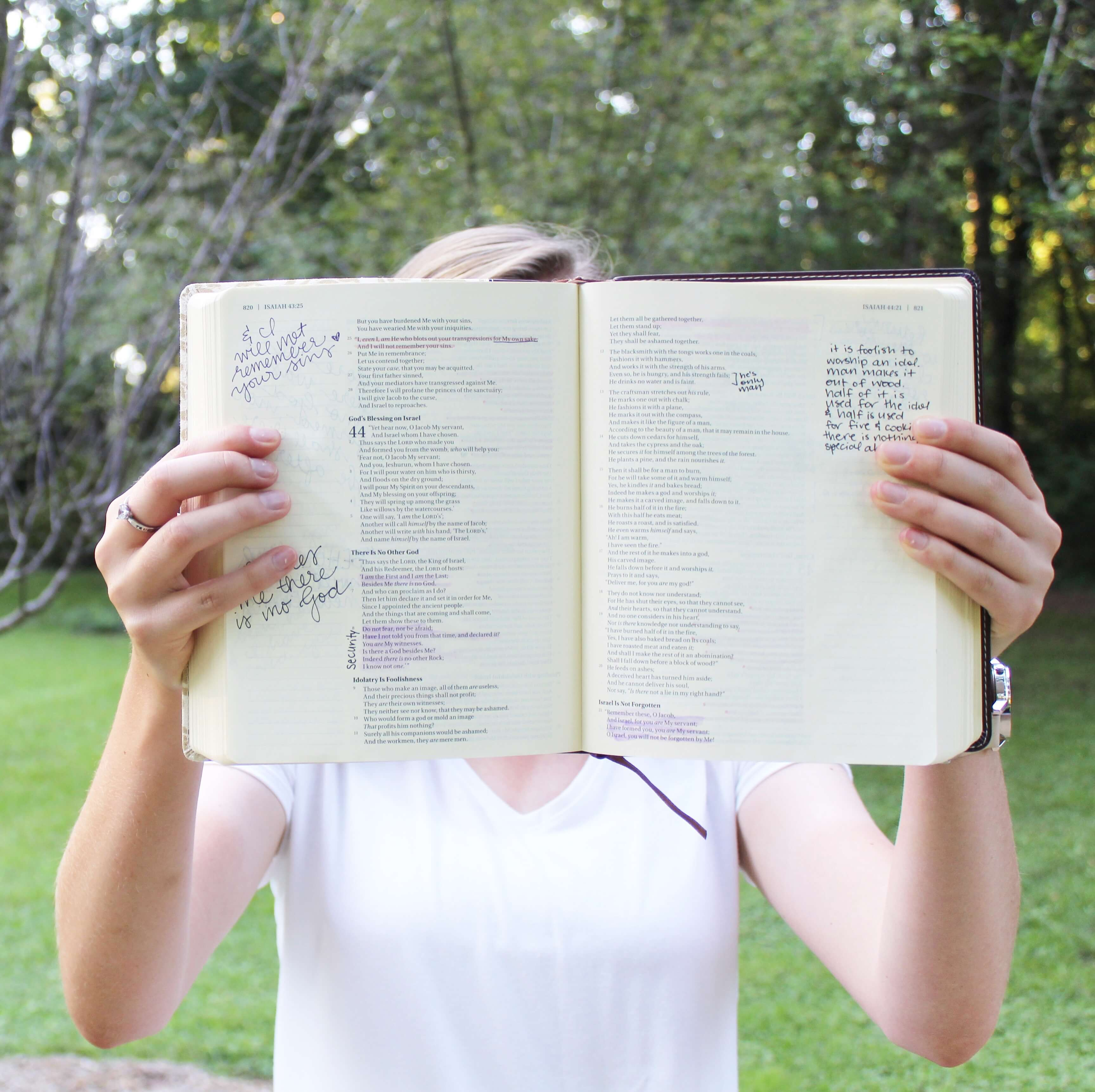 6 Bible study tools for every Christian teen girl!