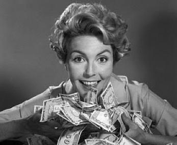 holding_pile_of_money