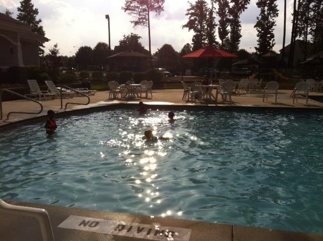 shallow-end-pool