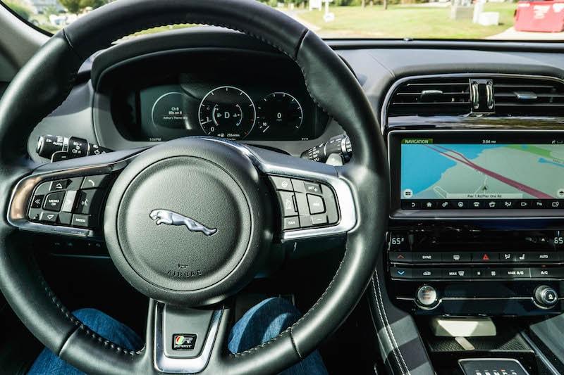 jaguar-f-pace-interior